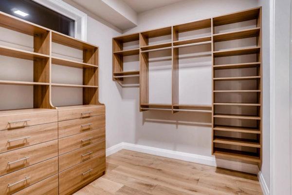 3624 Soundview Dr University-MLS_Size-029-40-Master Bedroom Closet-1024x768-72dpi