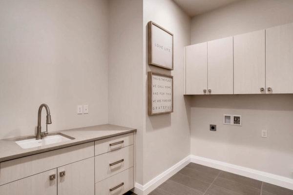 3624 Soundview Dr University-MLS_Size-038-19-Laundry Room-1024x768-72dpi